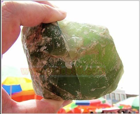 新疆和的蛇纹石玉,也中新疆岫玉.
