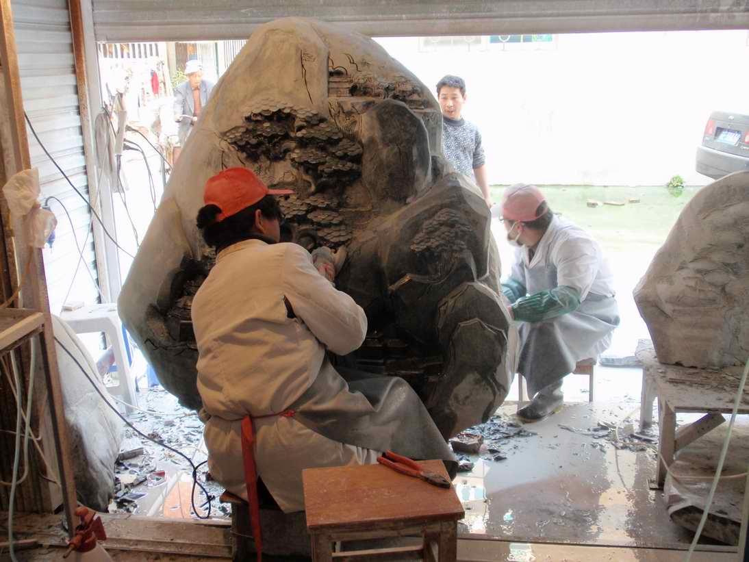 带您参观一下《古吴玉轩》的苏州玉雕作坊  一,玉雕车间一角